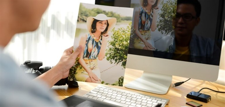 Designer Working With Colour Inkjet Photo Print _785x 375